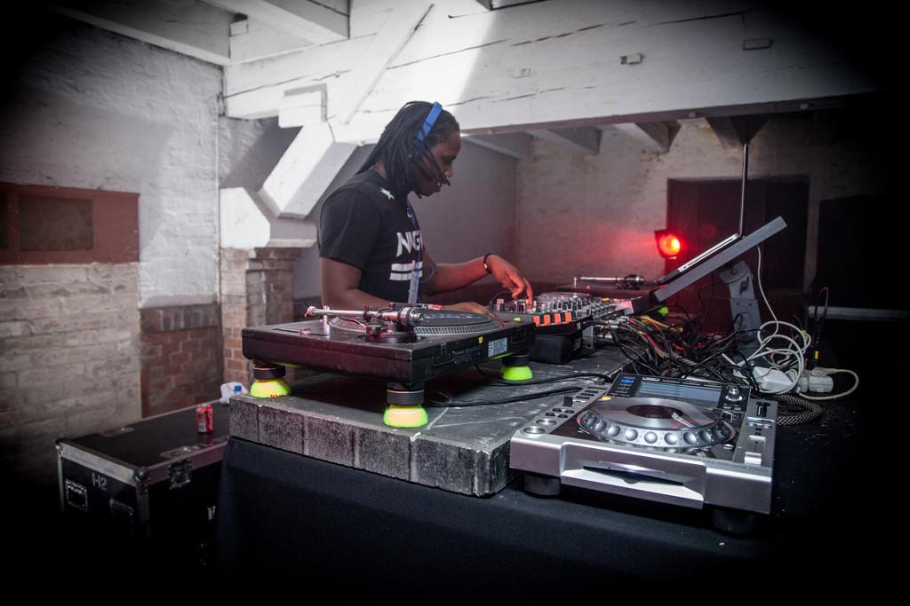 2e8b1b85-dj-nigga-fox